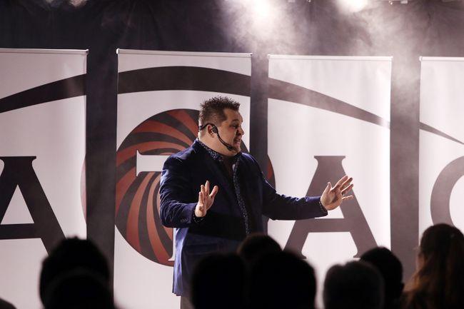Matao entertains the crowd in Selkirk. (Brook Jones/Selkirk Journal/Postmedia Network)