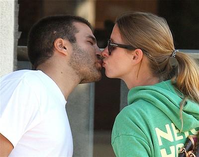Nicky Hilton kissing David Katzenberg outside Ed's coffee shop in West Hollywood Los Angeles, California on Nov. 16, 2008. (WENN.COM file photo)