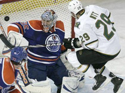 Edmonton Oilers goalie Nikolai Khabibulin reacts to Dallas Stars James Neal's goal as Stars agitator Steve Ott jumps in the crease Thursday at Rexall Place. (Laura Pedersen, Edmonton)