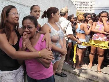Parents and relatives of schoolchildren await outside Tasso da Silveira school where a gunman opened fire on children in the Realengo neighborhood of Rio de Janeiro April 7, 2011.  REUTERS/Sergio Moraes