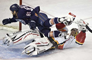 The Calgary Flames Henrik Karlsson gets run in to by Edmonton Oilers Liam Reddox during NHL action at Rexall place. ( JORDAN VERLAGE/EDMONTON SUN)