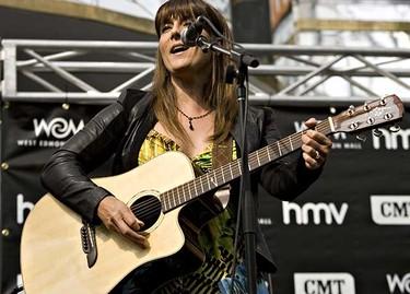 Michelle Wright performs at the Canadian Country Music Awards FanFest in West Edmonton Mall in Edmonton, Alberta on September 11, 2010. (JORDAN VERLAGE/EDMONTON SUN)
