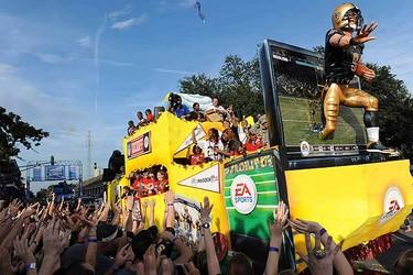 Saints fans enjoy a parade and pre-game show honoring the Super Bowl champion New Orleans Saints. (REUTERS/Cheryl Gerber)