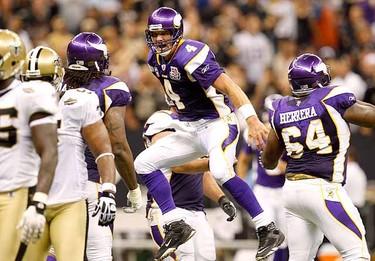 Minnesota Vikings quarterback Brett Favre celebrates after completing a 20 yard touchdown pass to tight end Visanthe Shiancoe against the New Orleans Saints. (REUTERS/Sean Gardner)