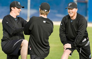 Toronto Blue Jays pitchers Jesse Litsch (R), Casey Janssen (C) and Scott Richmond (L) work out at their MLB baseball spring training facility in Dunedin, Florida, on Feb. 19, 2010. (REUTERS)