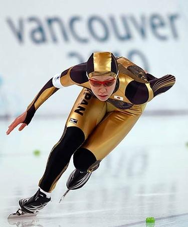 Speedskater Sayuri Yoshii, of Japan, practises in preparation for the Vancouver 2010 Winter Olympics on Feb. 8, 2010.  (REUTERS)