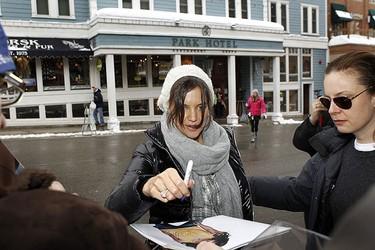 Actress Katie Holmes signs an autograph on Main Street during the 2010 Sundance Film Festival in Park City, Utah Jan. 26, 2010.  REUTERS/Lucas Jackson