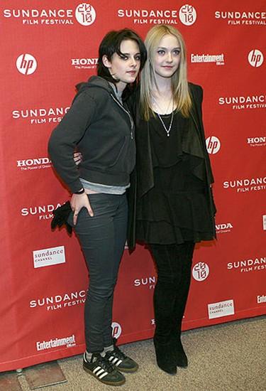 "Cast members Kristen Stewart (L) and Dakota Fanning arrive for the premiere of the film ""The Runaways"" at the Sundance Film Festival in Park City, Utah Jan. 24, 2010. REUTERS/Robert Galbraith"