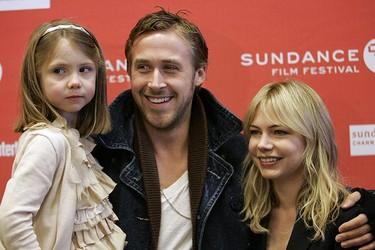 "Cast members Faith Wladyka (L), Ryan Gosling and Michelle Williams arrive for the film ""Blue Valentine"" at the Sundance Film Festival in Park City, Utah Jan. 24, 2010. REUTERS/Robert Galbraith"