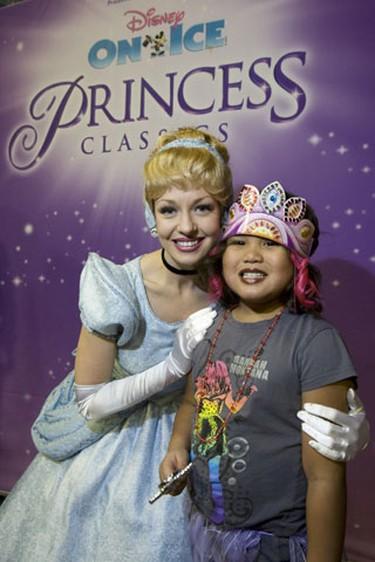 Cinderella poses with 8 year old Kaiya Merriman. (Toronto Sun/Stan Behal)