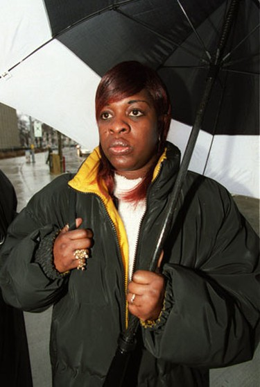Marcia Dooley arrives at court on January 15, 2002.  (Craig Robertson/Toronto Sun)