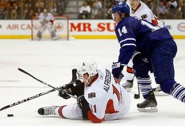 Toronto Maple Leafs forward Matt Stajan knocks down Ottawa Senators forward Daniel Alfredsson (L) during the first period of their NHL hockey game in Toronto on Dec. 14, 2009. (REUTERS)
