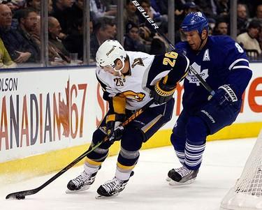 Buffalo Sabres forward Thomas Vanek skates past Toronto Maple Leafs defenseman Michael Komisarek (R) during the first period of their NHL hockey game in Toronto on Nov. 30, 2009. (REUTERS)