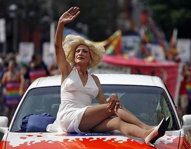 Marilyn Manroe impersonator enjoys the 2006 version of Toronto's Gay Pride Parade. (DAVE ABEL, Sun Media)
