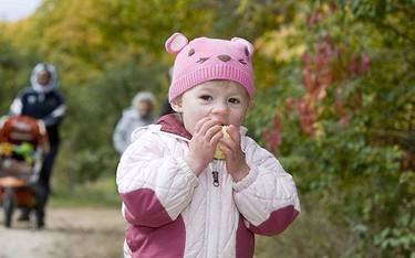 Mikka Borges, 2, enjoys an apple after braving the cool temperatures on Oct. 11, 2009. (GREG HENKENHAF, Sun Media)