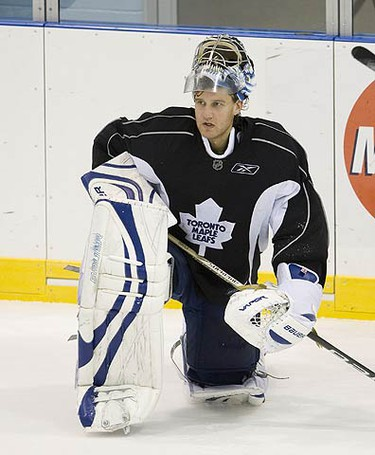 Vesa Toskala during Leafs practice in Toronto, on Oct. 5, 2009. (ALEX UROSEVIC, Sun Media)