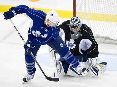 Jason Blake and Vesa Toskala during Leafs practice in Toronto, on Oct. 5, 2009. (ALEX UROSEVIC, Sun Media)
