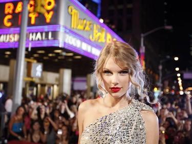 Singer Taylor Swift arrives at the 2009 MTV Video Music Awards in New York, September 13, 2009. REUTERS/Lucas Jackson (UNITED STATES)