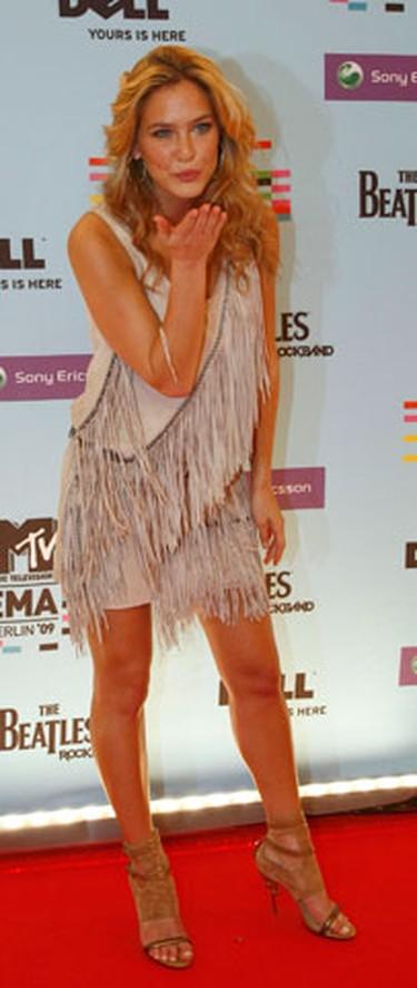 Israeli model Bar Refaeli poses on the red carpet before the MTV Europe Awards ceremony in Berlin November 5, 2009.  (REUTERS)