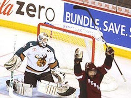 Moose goalie Cory Schneider laments a first-period Bears goal. (Sun Media)