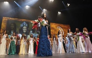 Miss Universe 2009 winner Mariana Valente takes centre stage at the  John Bassett Theatre at the Metro Toronto Convention Centre. (JACK BOLAND, Sun Media)