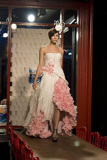 Linsay walks down the runway in a dress designed by Thien Le. (CTV/Allen Yee/HO)