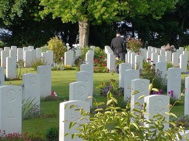 A war veteran walks through a cemetery in Normandy, France, Friday, June 5, 2009. (KATHLEEN HARRIS/SUN MEDIA)