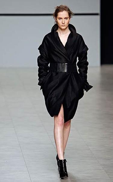 A model presents a creation by Ukrainian designer Christina Bobkova during fashion week in Kiev on March 14, 2009.  (REUTERS)
