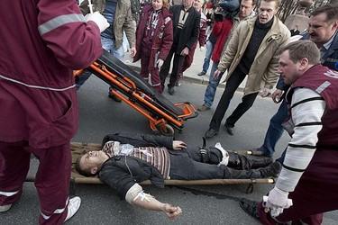 A victim of a blast lies on a stretcher near the metro station Oktyabrskaya in central Minsk April 11, 2011. A REUTERS/Julia Darashkevich