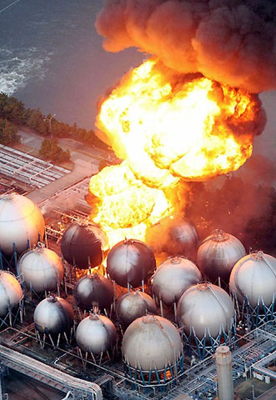 Natural gas storage tanks burn at the Cosmo oil refinery in Ichihara city, Chiba Prefecture, near Tokyo March 11, 2011. REUTERS/YOMIURI