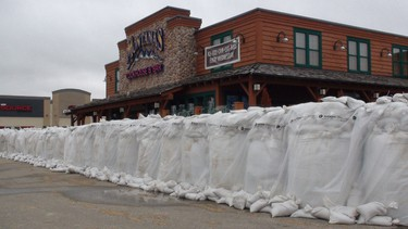 Sandbags surround a restaurant in Brandon as the city copes with the rising Assiniboine River. (JILLIAN AUSTIN/Winnipeg Sun)