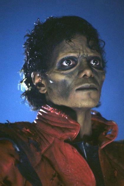 Jackson 'Thriller' jac...J Letter Wallpaper