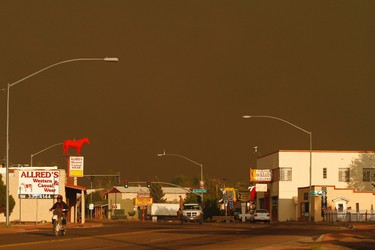 Motorist travel along the U.S. Highway 60 near the Wallow Wildfire in Springerville, Arizona June 7, 2011. REUTERS/Joshua Lott