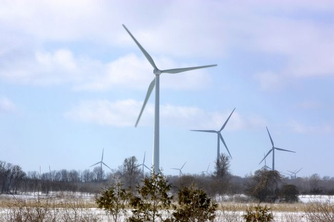 Wind powered turbines spin on a wind farm in Port Burwell, a town near London, Ont. (Derek Ruttan/Postmedia files)