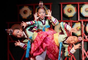 Dancers from the Korean Society of Manitoba perform the Puppet Dance at the Korean Folklorama Pavillion in Winnipeg Sunday July 31, 2011. BRIAN DONOGH/WINNIPEG SUN/QMI AGENCY