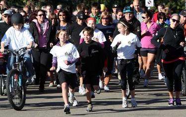 Runners leave the start line during the annual Terry Fox Run in Hawrelak Park, Sunday Sept. 18, 2011.  DAVID BLOOM EDMONTON SUN  QMI AGENCY