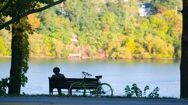 Visitors enjoy the Niagara Parkway in Niagara Falls, Ont. on Oct. 5, 2011. (BOB TYMCZYSZYN/QMI AGENCY)
