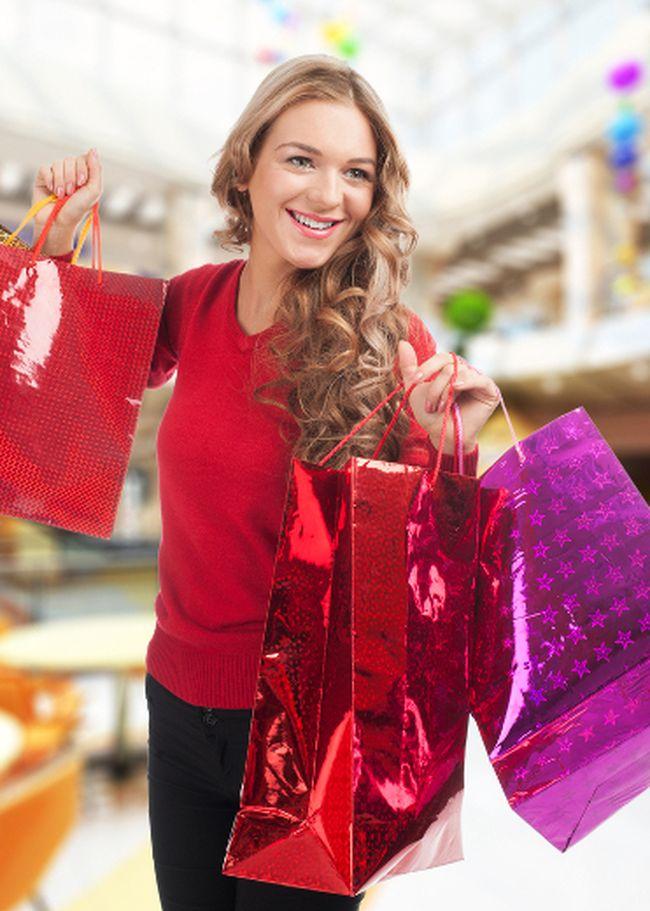 Christmas shopping. (Shutterstock)