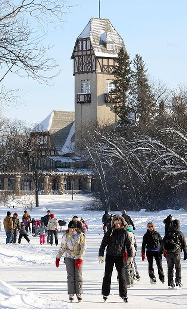 Winnipeggers skate on the enlarged duck pond at Assiniboine Park Saturday January 29, 2011.BRIAN DONOGH/WINNIPEG SUN/QMI AGENCY