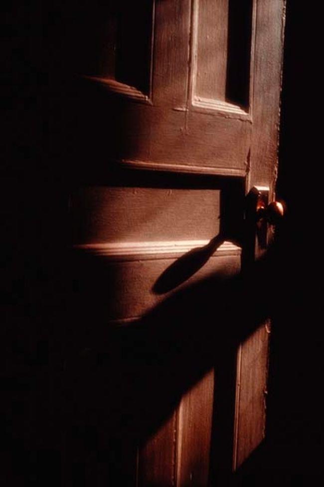 Dark door filer