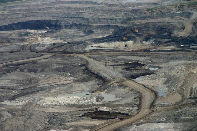 Suncor Mine in Fort McMurray Alberta. (DAVID DODGE, Pembina Institute)