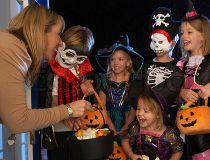 Halloween kids trick or treeting