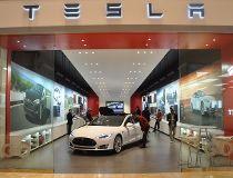 Tesla posts big loss in first quarter