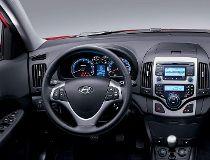 QMI_AUT_2009_Hyundai_Elantra_Touring_interior