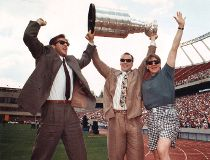 Edmonton Oilers Kevin Lowe, Mark Messier and Jari Kurri with Stanley Cup