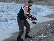 Turkish gendarmerie carries a deceased young migrant