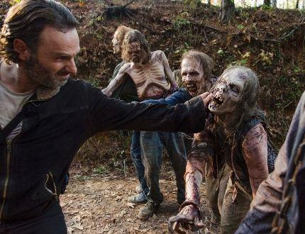 Comedian John Cleese recaps all 6 seasons of 'The Walking Dead'