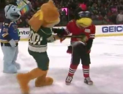Absurd skit sees Wild mascot 'strike' Blackhawks rival 10 times