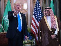 U.S. President Donald Trump Rex Tillerson (L) and Saudi Crown Prince Muhammad bin Nayif bin Abdulaziz al-Saud