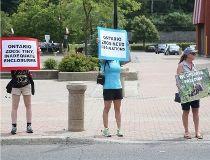 Papanack protestors